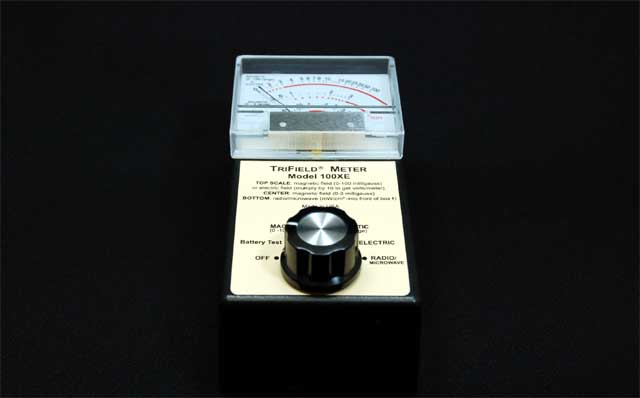 電磁波測定器トリフィールドメーター